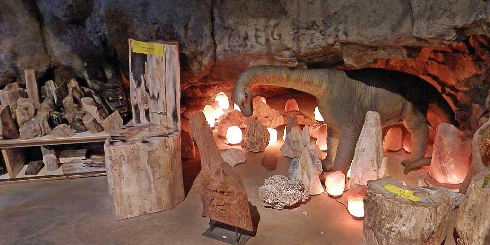 inacitve fox cave  gem mine and curio shop
